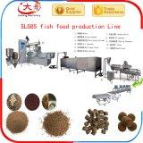 Pelota da alimentação do peixe-gato que faz a linha da máquina
