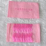 Escritura de la etiqueta tejida tela rosada lavable de encargo del fondo para la ropa/ropa