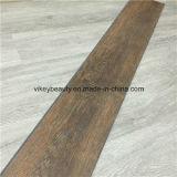 Verts en bois de cru imperméabilisent le plancher neuf de vinyle du type 2016