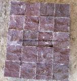 Lastricatore rosso di Rubby Cubestone con la superficie naturale di spaccatura