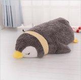 Jouet gris de peluche de pingouin