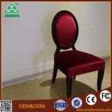 木表デザインのホテルの寝室の椅子