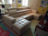 L sofá da forma com otomano