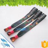 Bracelets faits sur commande de satin de festival avec le blocage coloré