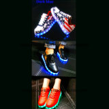 Женщины способа ботинок отдыха скейтборда с светом СИД