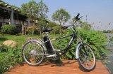 Электрический велосипед горы с батареей лития