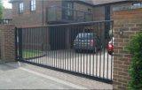 Jardín revestido de la potencia usar la cerca y las puertas blancas decorativas de piquete