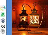 Supporto di candela antico variopinto del mestiere del metallo