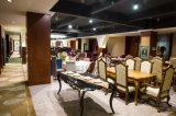 Presidenza del ristorante di Fabrice della cenere degli S.U.A./mobilia rosse di legno della sala da pranzo