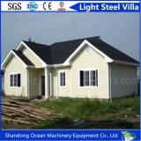 Villa d'acciaio chiara favorevole all'ambiente fatta della struttura d'acciaio chiara con il bello pannello di rivestimento della parete