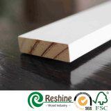 Le guichet en bois amorcé du bois de construction S4s indiquent le moulage