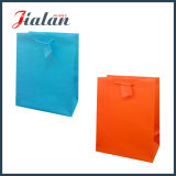 Sac de papier estampé par logo solide de ventes en gros bon marché faites sur commande de couleur de Pantone