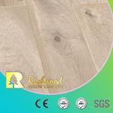 ビニールの板E0 HDFの寄木細工の床のV溝がある積層の薄板にされた木製の木のフロアーリング