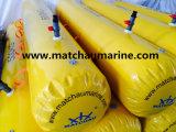 A água enchida água do teste de carga do barco salva-vidas torna mais pesados sacos