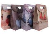 Sacchetto modellato del pacchetto del regalo con il pulsante magico del nastro