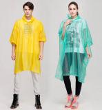 Устранимое пальто дождя конструкции людей
