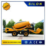 Individu de Silon chargeant le mélangeur concret mobile (4.0m3)