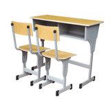 Escritorio y silla modificados para requisitos particulares de la escuela