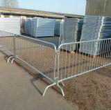 Barrière de contrôle de foule avec des pieds de passerelle