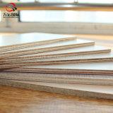 Materia prima de la madera contrachapada