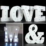 L'alphabet en bois blanc de signe de chapiteau de la lettre DEL allument la nuit
