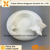 Sostenedor de vela blanco Shaped redondo de la porcelana decorativa con la estatuilla de la mariposa