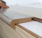 床の積層のフロアーリングの使用のための階段鼻