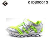 Chaussures de course de sports d'enfants avec des couteaux Outsole de bonne qualité