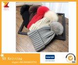 Muttergesellschaft-Kinder Knit-Hysteresen-Hut mit grossem Fox-PelzPompom