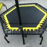 Trampolín de salto de cuerpo mini hexagonal interior con las cuerdas del amortiguador auxiliar para la venta