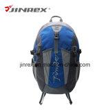 Vélo de sports en plein air faisant un cycle augmentant le sac de sac à dos