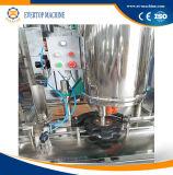 Maquinaria tampando de enchimento da água para a lata de estanho