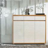 Hohe klassische spezielle Möbel im Wohnzimmer