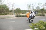 يتسابق درّاجة رياضة درّاجة شابّ درّاجة عرض مع [رس دريفر] محترف