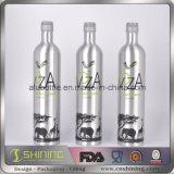 Пустые алюминиевые выпивая бутылки вина напитка