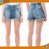 Сексуальное лето женщин замыкает накоротко горячие краткости джинсыов способа краткостей джинсовой ткани