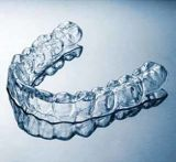 シートを形作る真空を白くする歯科歯