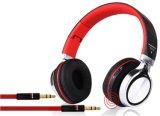 Hoofdtelefoon Bluetooth die van de Hoofdtelefoon Bluetooth van de studio de Draadloze Draagbare Stereo met de Groef van de Kaart van het Geheugen vouwen