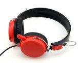 Foldableライト級選手エムピー・スリーの音楽によってワイヤーで縛られるステレオのヘッドホーン