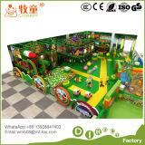 Campo de jogos interno do Natal com PVC macio Spone da associação da esfera no preço direto da fábrica de Guangzhou