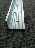 6061 profils en aluminium anodisés d'extrusion avec des trous de poinçon