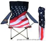 国旗のキャンプチェアーの簡単な屋外