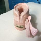 Chaussure bébé à nez noire douce et douce faite main à la main