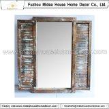 Specchio di legno intagliato mano della pagina dell'annata rustica decorativa bianca (in azione)