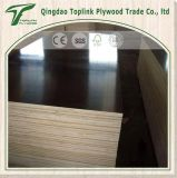 Modello di legno della costruzione per la costruzione del muro di cemento