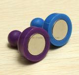 Chevilles magnétiques de poussée dans des couleurs noires, rouges, vertes, jaunes, blanches