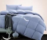 تغطية زرقاء حراريّة يدرج إوزّة بيضاء إلى أسفل لأنّ بيتيّة