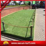 安い中国のプラスチック自然な景色の庭のプラスチック草のマットの人工的な庭の草