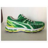 Ботинки спортов модные и удобные ботинки людей
