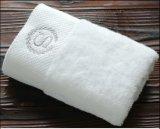 Les essuie-main de Bath d'hôtel, faits en coton, des logos personnalisés sont bienvenus
